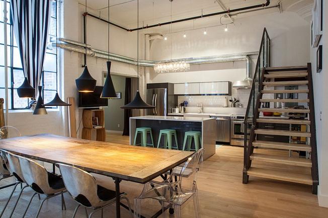 Industrial Kitchen Table Lighting: Eklektyczne, Designerskie Wnętrze W Toronto